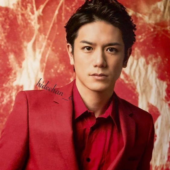 赤いスーツのタッキー