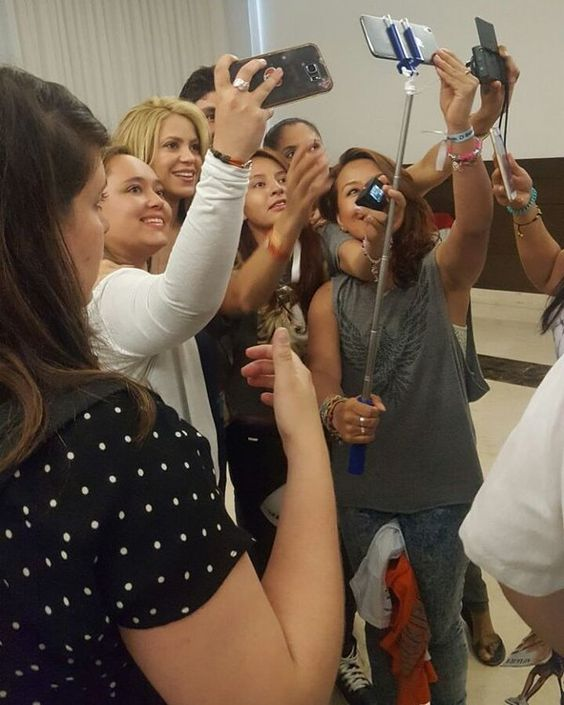 Shakira ○○ Listos, cámara ...acción !!  Time with  Shakira