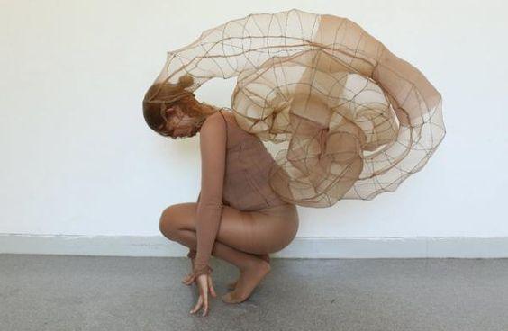 Sculpture portable (vivante?), fil de fer, collan, 2010 in Sculpture? by Alicia Zaton