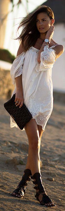 Любовта бяла дантела рокля: