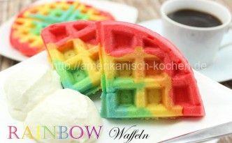 Rainbow Waffles mit Vanille-Wölkchen