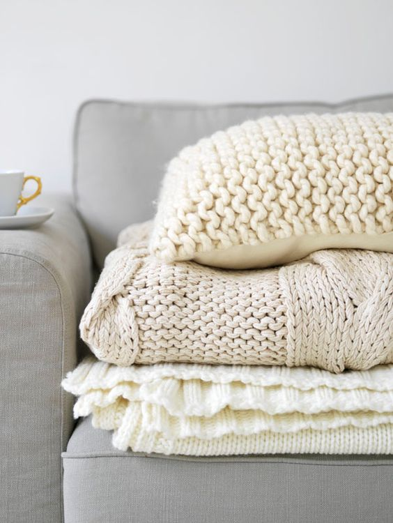 Winter home: knit throw blankets & pillows. How about white and red?: