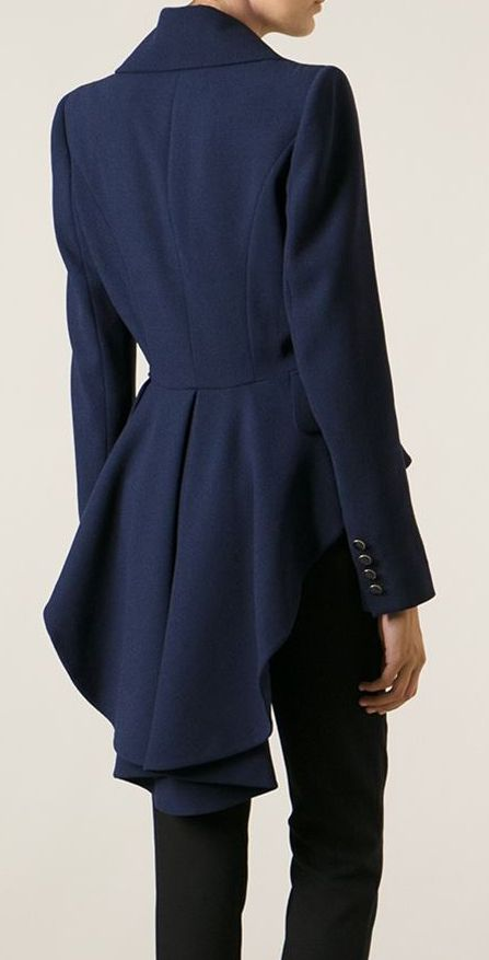 Pleated coat | The Best Looks | Pinterest | Black trench