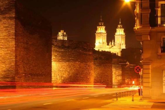 """""""Noches mágicas dentro de la muralla Lucense... Instantes en los que la magia de la noche, muestra su belleza con máximo esplendor. ¡Quiero compartir y presumir con vosotros el encanto de nuestra Muralla!""""  Javier Abelairas #presumedegalicia"""
