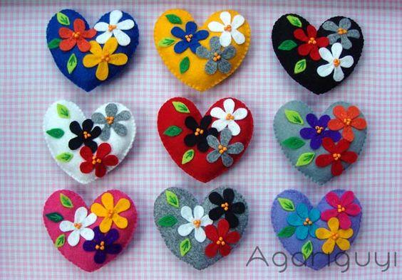 corazones con flores para broche
