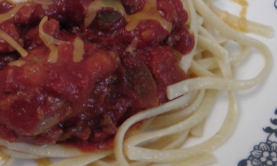 Ronna uses fresh tomatoes from her garden for her home-made spaghetti sauce! Clean Eating.