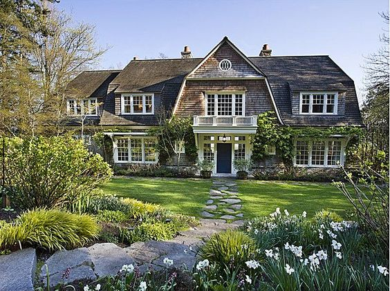 this house for sale in Washington has a couple of things going for it right off the bat–a classic Hamptons style and amazing views of Puget Sound and Mt. Rainier.