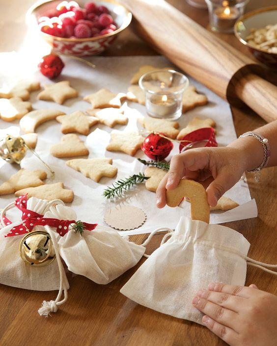 Preparad galletas, pueden ser además mini obsequios muy dulces y personales. ¡Vamos a hacer galletas!