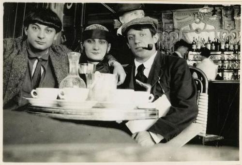 """Moïse Kisling, Pâquerette and Picasso Café """"La Rotonde"""" Montparnasse 1916 RMN"""