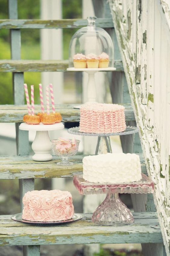 shabby chic frosted cakes