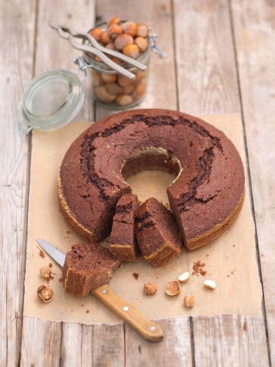 Schokokuchen geht immer oder? Dieser vegane Schoko-Nuss-Kuchen ist schnell gemacht | http://eatsmarter.de/rezepte/veganer-schoko-nuss-kuchen