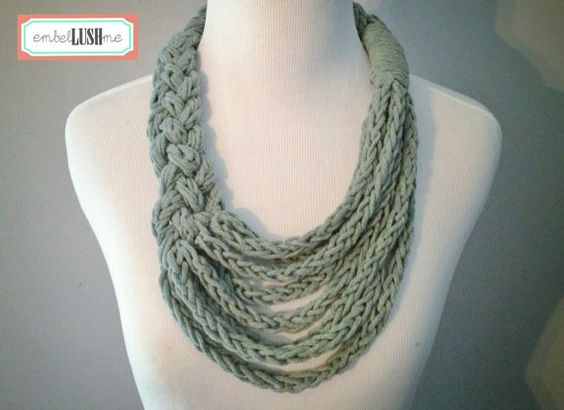 Enthralling and Asymmetric infinity scarf pictures foto