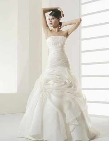 In love with this dress. I should probably lay off Say Yes to the Dress marathons! - Two by Rosa Clara