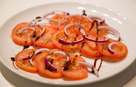 Tomatensalat mit roten Zwiebeln - 21 Tage Stoffwechselkur Rezept