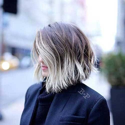 Choppy Bob Hairstyles For Stylish Ladies Choppy Bob Hairstyle Is Perfect For A Modern Style For Refreshing Looks Chop Coiffure Cheveux Courts Coupe De Cheveux