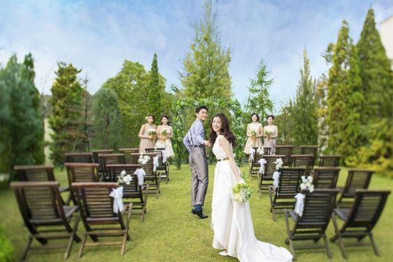 定番の結婚式に合う色は?ガーデン婚どうする!?スーツの正解コーデを徹底攻略!