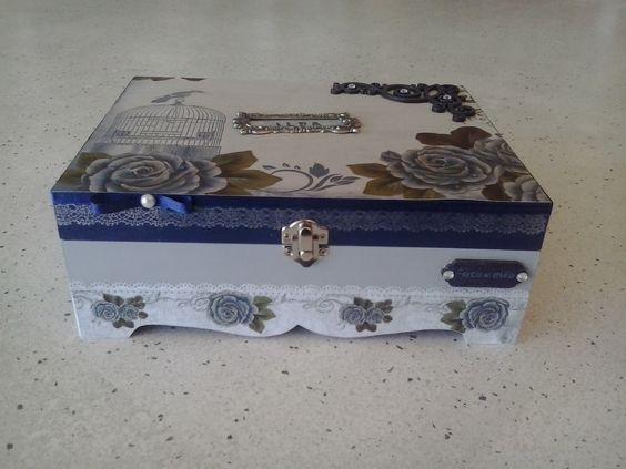 Caixa decorada em Scrap Decor.
