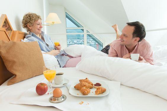 Frühstück im Bett. Was gibt es schöneres? P.S. Besonders romantisch in unserern Maisonette-Suiten!