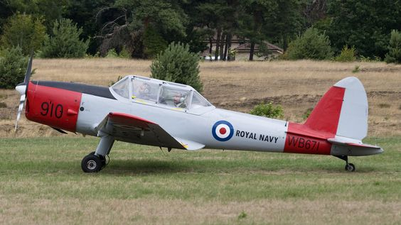 De Havilland Canada DHC-1 Chipmunk tandem 2 seat trainer. First flew in 1946 & standard primary trainer with many air forces & naval air arms post WWII. Pictured example privately owned Belgian Chipmunk, in UK Royal Navy colours, active on European airshow circuit.