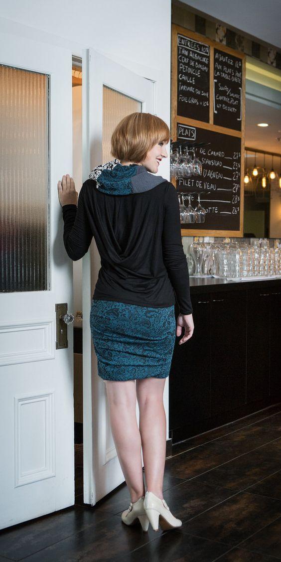 Jupe plissée, chandail col drapé Maillagogo
