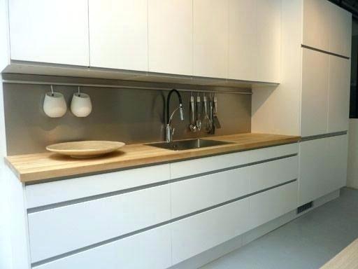 Cuisine Blanche Mate Pas De Poignee Meubles Jusqu Au Plafond Kitchen Inspirations Home Kitchens New Kitchen