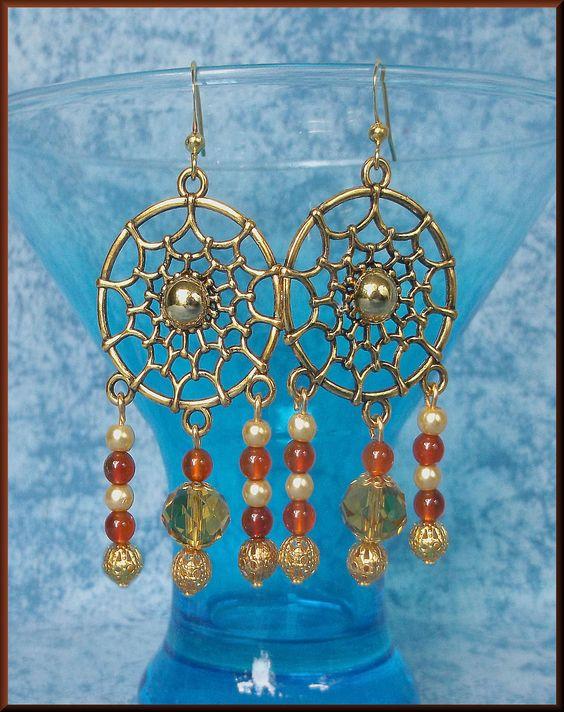 Boucles d'oreilles crochets doré attrape-rêves perles : Boucles d'oreille par orkan28