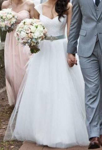 Gorgeous wedding dress! Sweetheart neckline, one-shoulder dress, light