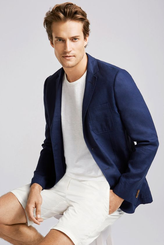 A perfectly tailored blazer with premium finishing and the rugged texture of natural linen featuring patch pockets and tortoise buttons.