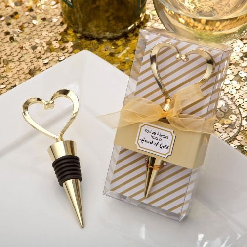 Treat your wedding guests to these pretty gold heart bottle stoppers.