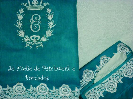 Toalha de lavabo personalizada com monograma e porta lenço.