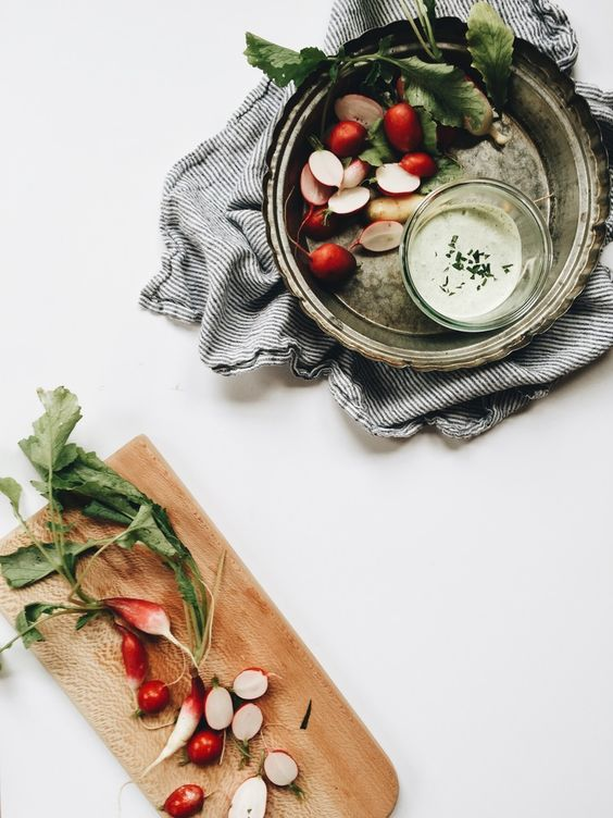 yogurt and chives veggie dip