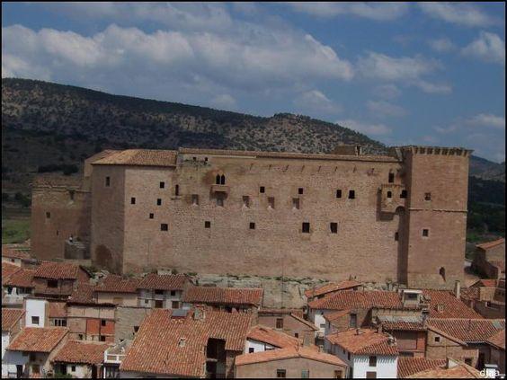 http://www.jdiezarnal.com/castillodemoraderubielos.html s=torre castillo oscuro