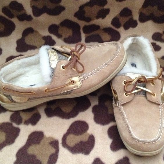 Fur lined sperrys Excellent used condition. Only worn a few times. Super comfortable. Sperry Top-Sider Shoes