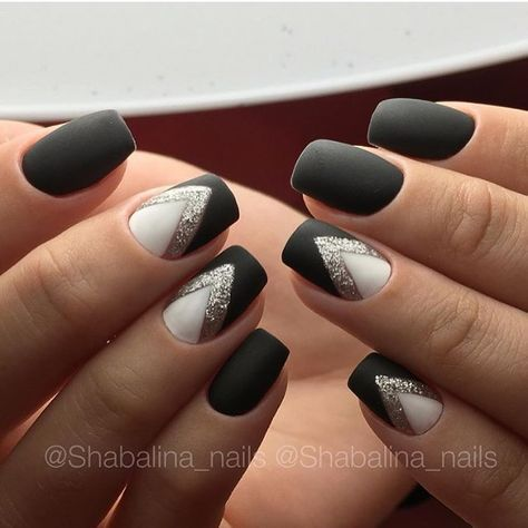 352 Likes 1 Comments Manikyur Gel Lak Narashivanie Nails Journal On Instagram Avtor Shabalina Nails Manicura De Unas Unas Oscuras Unas Para Nochevieja