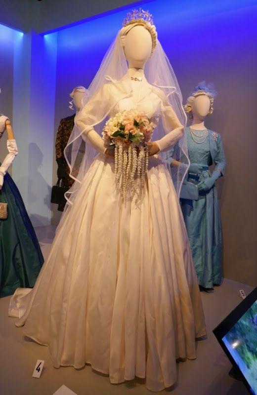 vanessa kirby princess margaret wedding dress