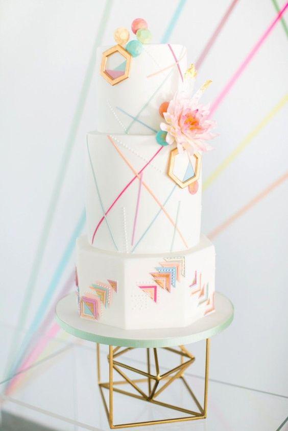 Gâteau de mariage géométrique - http://www.instemporel.com/blog/index/billet/10804_decoration-fete-geometrique