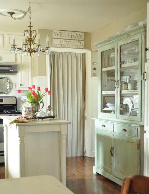 pretty kitchen: Dining Room, Shabby Chic, Country Kitchen, Pretty Kitchen, Kitchen Ideas