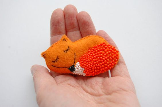 FOX brooch pattern on Craftsy.com - love the beaded tail!