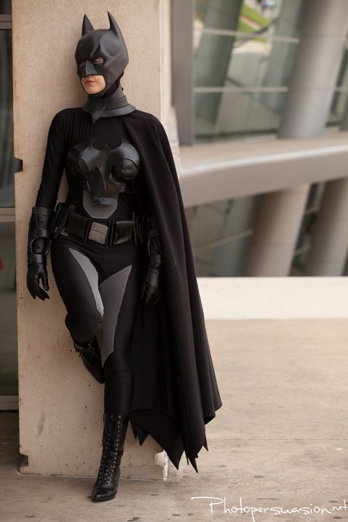 Damilyn looks amazing cosplaying her genderbent version of Batman! Nope, not Batwoman or Batgirl, it's femme Batman!