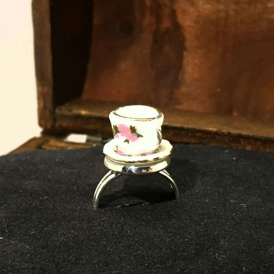 Hübscher Ring mit Kaffeetasse passend zum nächsten Kaffeeklatsch...