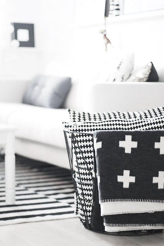 A Crash Course In The Swiss Cross Pattern You Re Seeing Everywhere Right Now Scandinavisch Interieur Interieur Surf Huis