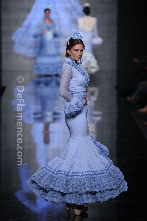 Fotografías Moda Flamenca - Simof 2014 - Faly de la Feria al Rocio 'Volantes de plata' Simof 2014 - Foto 02
