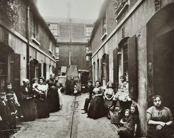 SLUM HOUSING IN PROVIDENCE PLACE 1909.Slums - The British ...