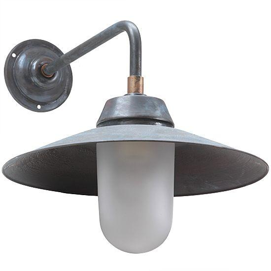 Classic German Barn Lamp BW 135 Aged Copper von Bolich Leuchten, Bild 2: Klassische Wandleuchte BW 135: Hofleuchte in Kupfer-Patina, 300-mm-Schirm, 300-mm-Wandarm, mattes Glas