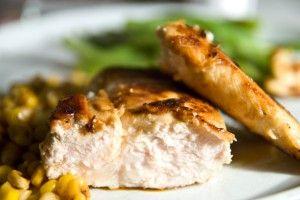 Pour la Saint-Valentin et pour sauver ceux qui n'ont encore rien de prévu, voici une recette d'un plat facile à préparer : le poulet passionnément asiatique.