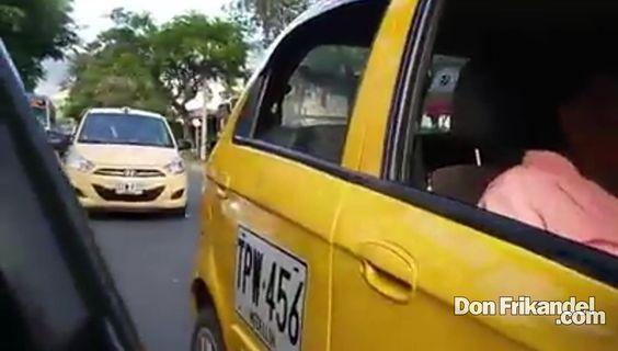 Taxistas en contravia por la 30a en menos de 150 metros de taco, Medelli...