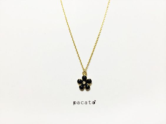 ぷっくりお花のネックレスです。 お花の大きさは約1cmです。おそろいでピアスもあります^^↓ http://www.creema.jp/exhibi...|ハンドメイド、手作り、手仕事品の通販・販売・購入ならCreema。