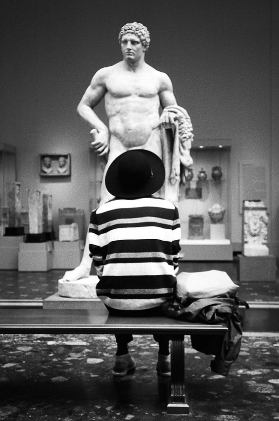 Strategic framing from street photographer Arnold Daniel at the MET Museum.:
