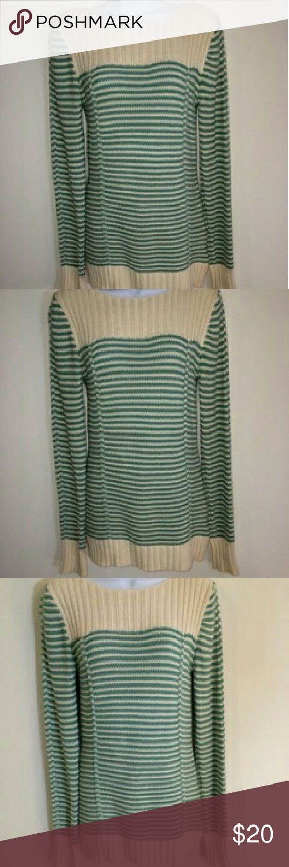 OLD NAVY!!!  SWEATER Women's Old Navy sweater... green and cream, great condition... nice Old Navy Sweaters Crew & Scoop Necks
