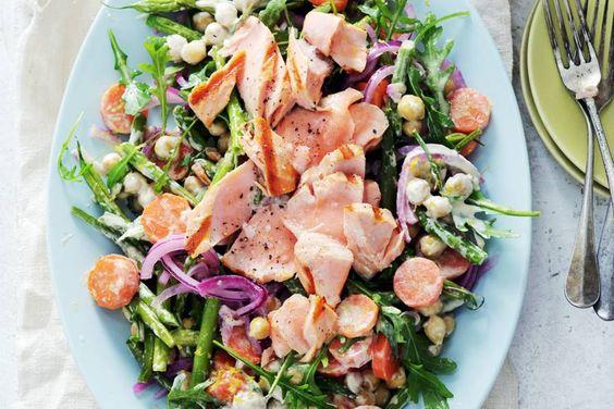 Gegrilde vis in een salade boordevol verse groenten - Recept - Allerhande